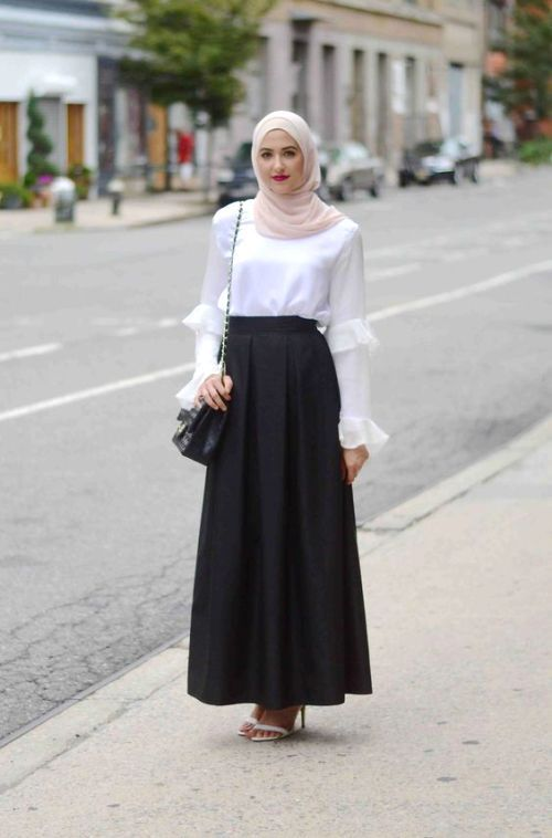 white blouse with black long skirt for islamic women