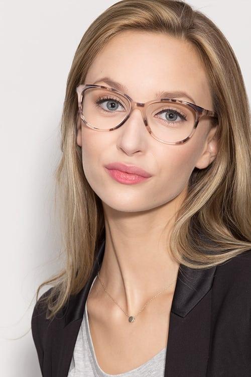 tortoise print eyeglasses